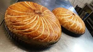 cuisine alsacienne traditionnelle flàmmeküeche plat traditionnel de la cuisine alsacienne photo de