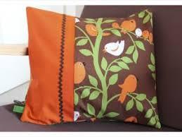 coussins orange coussin oiseaux par latribudescurieuses