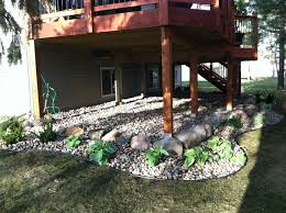 Backyard Deck Plans Pictures by Best 25 Under Deck Landscaping Ideas On Pinterest Deck