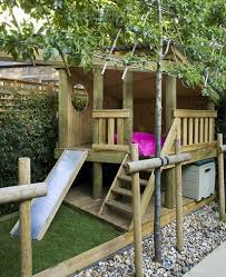 Backyard Play Houses by Best 25 Garden Playhouse Ideas On Pinterest Wooden Outdoor
