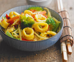 cuisiner au wok recette asiatique wok de calamars aux légumes