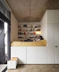 wohnideen minimalistische hochbett die besten 25 hochbett mit schrank ideen auf