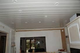 lambris pvc plafond cuisine faux plafond en pvc pour cuisine idées décoration intérieure
