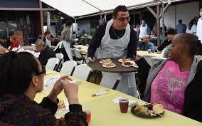 thanksgiving volunteer los angeles alone on thanksgiving don u0027t be volunteer prepare cook serve