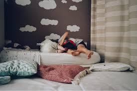 quand faire dormir bébé dans sa chambre les faire dormir ensemble bonne ou mauvaise idée maman louve