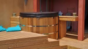 jacuzzi bois exterieur pour terrasse galerie photos hestia côté bois
