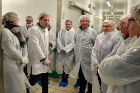 cuisines centrales élus et agents en visite à la cuisine centrale d api ccsavès32