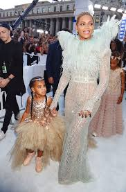 beyoncé is the v m a s midsummer night u0027s queen with princess blue