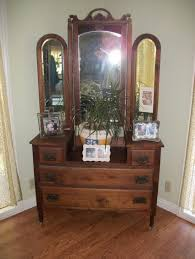Unique Vanity Table Furniture Antique Small Makeup Vanity Desk With Round Gilt Mirror
