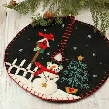 small snowman embroidered tree skirt