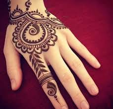 draw whatever you want on your hand with the henna paste and let