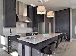 granitplatten küche 17 beste ideer om granitplatten på u küche mit tresen