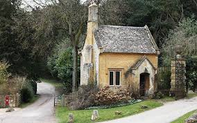 cotswolds cottage mps expenses nadine dorries says home is tiny cotswold