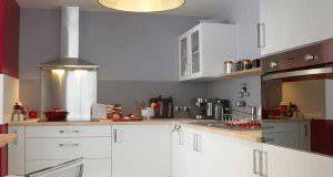 cuisine blanche et mur gris cuisine blanche 20 idées déco pour s inspirer deco cool