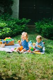 host the perfect backyard picnic fashionable hostess