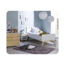 le de chevet chambre bébé chambre enfant songe avec lit commode chevet blanc et
