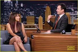 rashida jones sings parodies of grande sam smith
