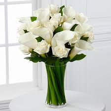 Flowers In Vases Pictures The Ftd Sweet Solace Bouquet