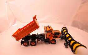 twh oshkosh p series airport snow plows 1 50 4x4 and 6x6 all wheel