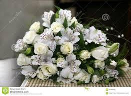 fleurs blanches mariage beau bouquet de mariage des fleurs blanches photo stock image