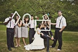 photo de mariage originale décoration de mariage des vieux cadres ça sert toujours