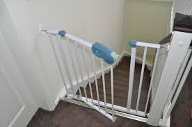 kinderschutzgitter treppe befestigung vom treppenschutzgitter an neuer treppe wand