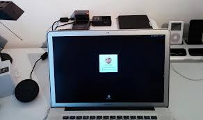 Schreibtisch F Computer Und Drucker Zu Viele Kabel Auf Dem Schreibtisch Der Kabelsalat Verschwindet