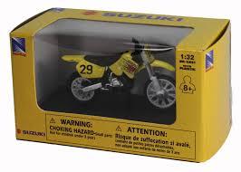 die cast yellow suzuki rm 125 dirt bike 1 32 scale