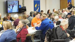 giving thanks community thanksgiving dinner offers food