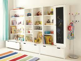 jeux de rangement de la chambre rangement salle de jeux enfant 50 idées astucieuses bibliotheque