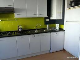 cuisine au gaz meuble cuisine vert pomme affordable vue de la cusine plaque de