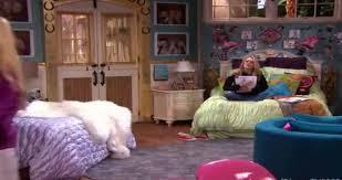 hannah montana bedroom miley s bed in hannah montana forever sleep space pinterest