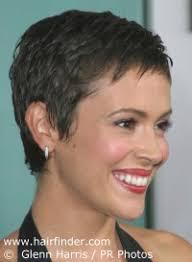 coupe cheveux tres fin coupes à la garçonne très courtes et traits du visage fins et délicats