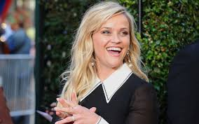 how reese witherspoon air dries her hair on vacation travel