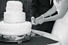 wedding cake cutting 3 don ts for your cake cutting ceremony wedding collectibles