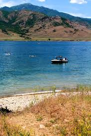 Utah lakes images 7 best utah lakes to play in the sand and swim things 2 do in utah jpg