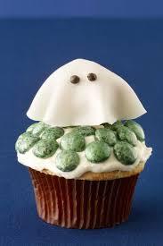 halloween cake decorations best 25 ghost cupcakes ideas on pinterest halloween cupcakes