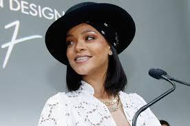 rihanna earrings rihanna wore 250 000 worth of diamonds on ears alone this