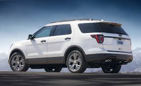 cars ford explorer 2018 ford explorer pictures photo gallery car and driver