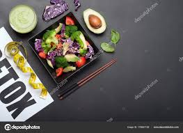 cuisine legere et dietetique salade diététique légère de brocoli avocat tomates chou et