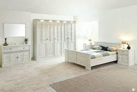 chambre en bois blanc merida bois blanc vieilli ensemble chambre a coucher lignemeuble com