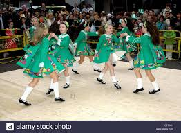 traditional irish dance and costume on st patrick u0027s day derry