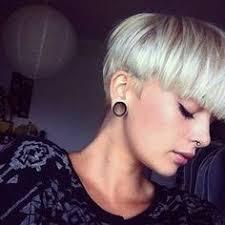 Kurzhaarfrisuren トltere Damen by Mim Nervo Rocking A Bowl Cut Pixie Cuts To Die For