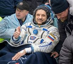 scott kelly and one year crew return from international space