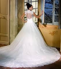 robe de mariã e princesse dentelle photo robe de mariée princesse en dentelle avec longue traîne