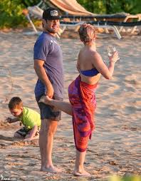 hilary duff kicks ex mike comrie during family in hawaii