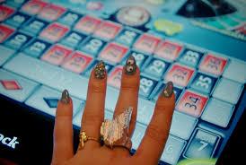 mr kate nails of the week diy googly eyed nails