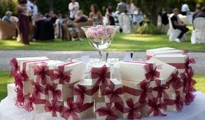 wedding favors for guests wedding favor etiquette weddingelation