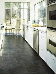 plancher cuisine plancher cuisine bois dans la cuisine le sol relve la dco imitation