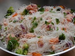 cuisiner vermicelle de riz wok de saumon vermicelles de riz et légumes croquants au gré de
